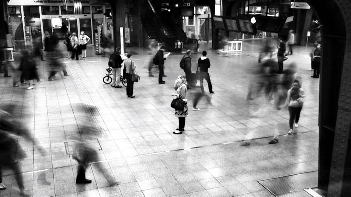 A street shot at the busy Brussel Midi train station taken with an iPhone 8 camera