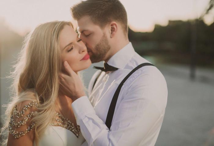 a dreamy outdoor wedding portrait shot with the Profoto b10 flash