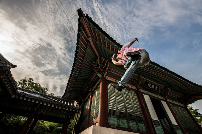 Stunning action portrait of a man doing a flying kick shot with the Profoto b10 flash