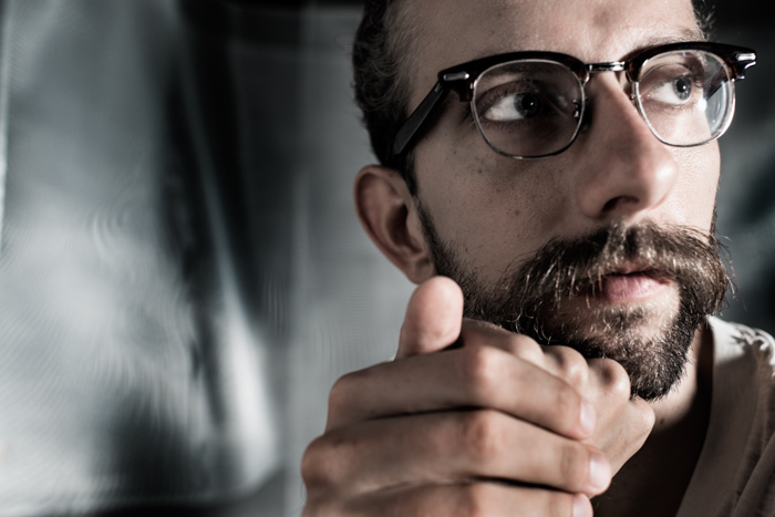 Portrait photo of a bearded man with glasses with the use of key light