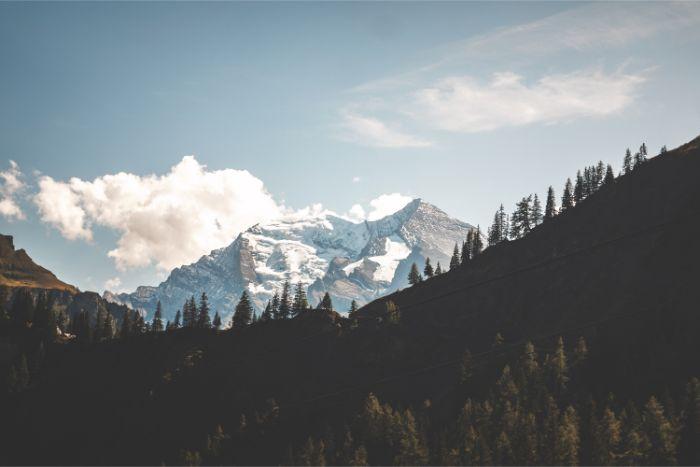 a mountainous landscape shot using focus throw