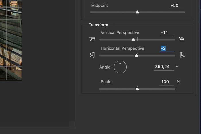 Captura de pantalla ilustrativa de la corrección de lentes de Photoshop