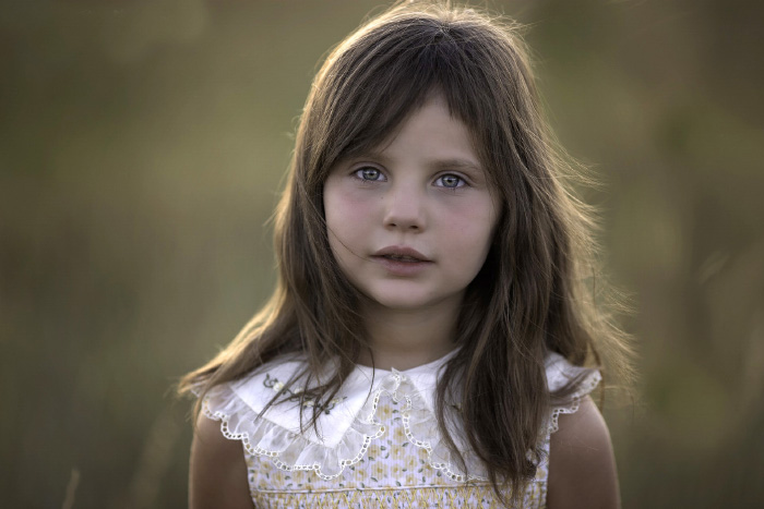 Portrait photo of a little girl