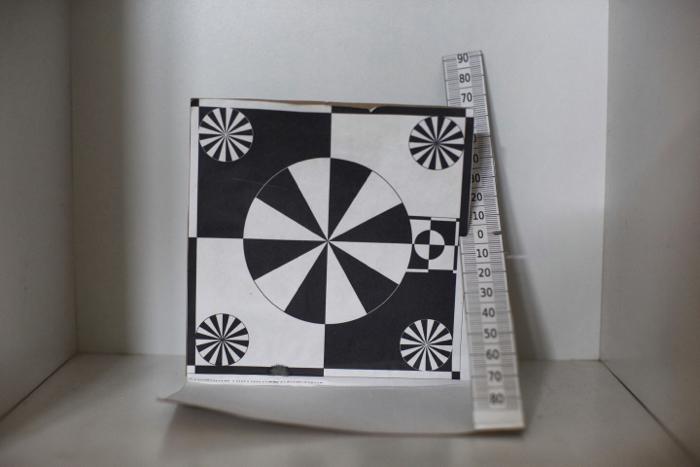 Una tarjeta de prueba de fotografía para ajustar con precisión el enfoque automático.