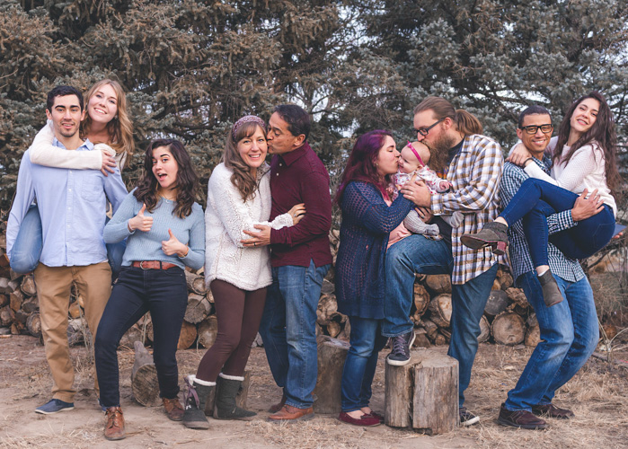 How To Choose Perfect Family Photo Outfits