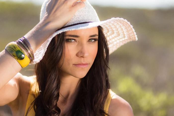 A female model in straw hat