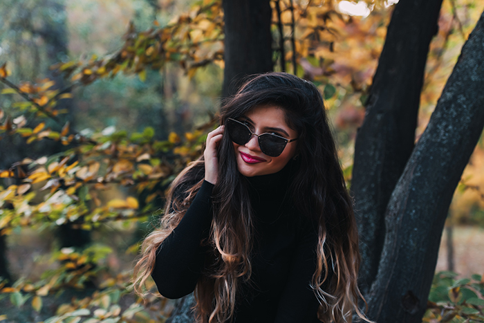 Portrait photo of a woman in sunglasses outdoors