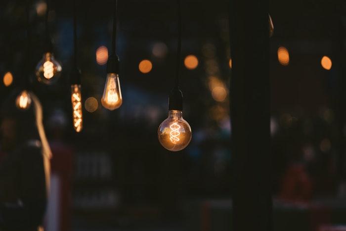 lighted string lights - 8 suggerimenti per scattare foto con luce al tungsteno blog