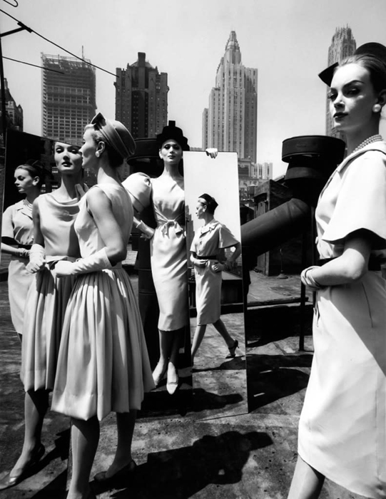 William Klein mixed fashion and street photography. Evelyn Isabella Nena Mirrors, NewYork, 1962