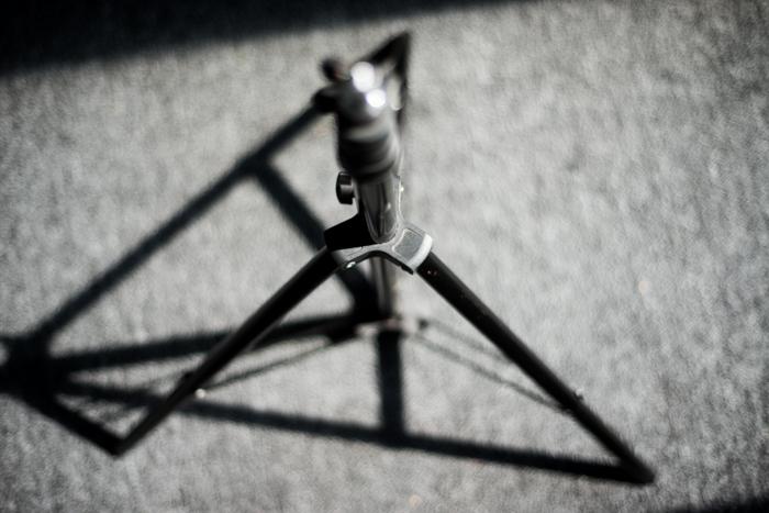 Un trépied d'appareil photo