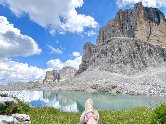 Un 'selfie de pies' en los Dolomitas, Italia