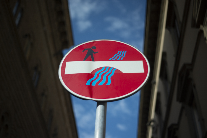 Foto HDR de uma placa de rua