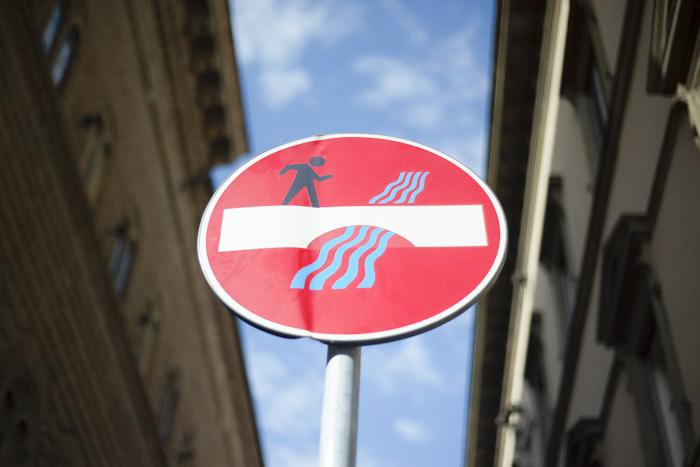 foto de uma placa de rua