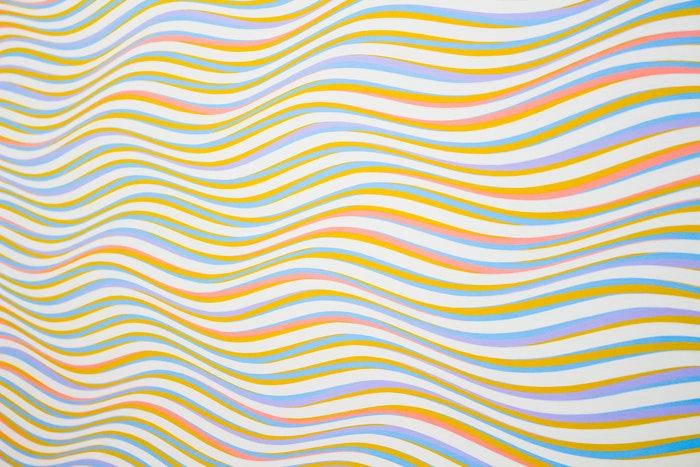 Linhas onduladas de cores
