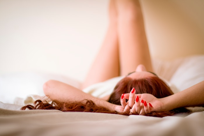 Boudoir photography of a woman on a bed