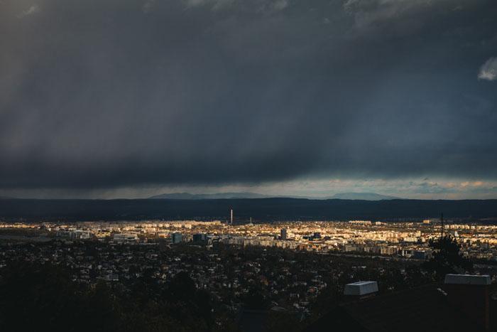 Vista de alto ângulo de uma paisagem urbana ao pôr do sol com Canon EF 50mm f 1.8
