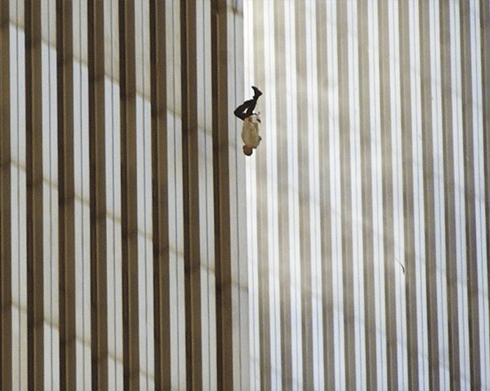 Fotos controversas do 11 de setembro de Richard Drew, Falling Man