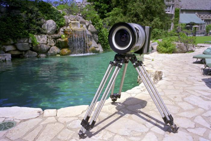 Uma câmera pinhole em um tripé