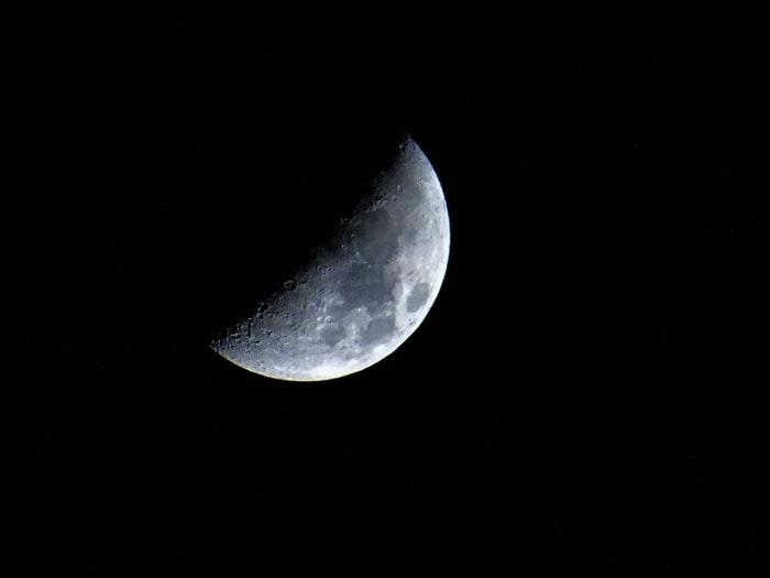Foto de um eclipse lunar