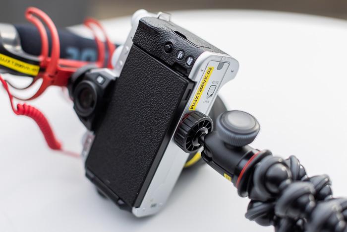 Imagem da parte traseira do Fujifilm X-T200