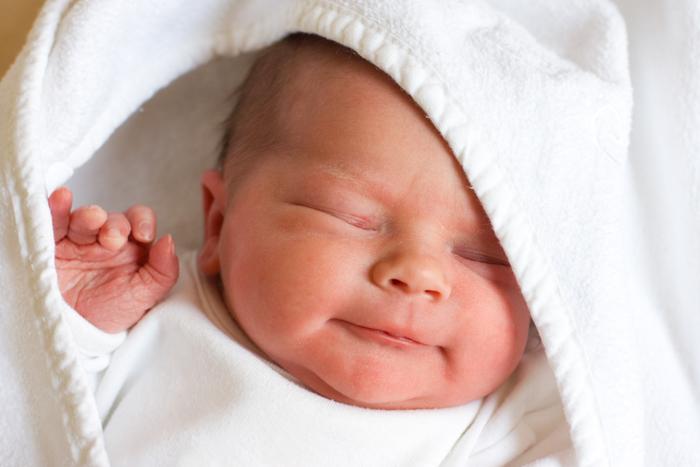 bayi baru lahir dalam selimut putih white
