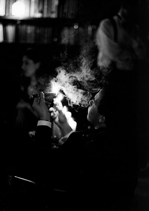 Uma fotografia com pouca luz tirada com uma Leica M6 por Terry Gruber