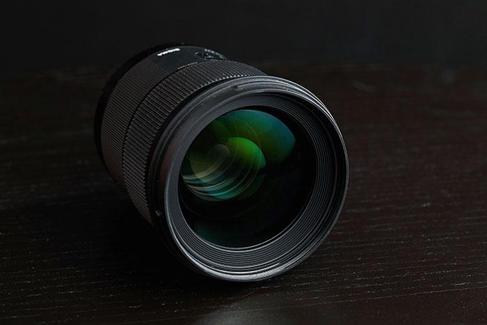 Visão frontal da lente artística Sigma 50mm f 1.4 dg hsm