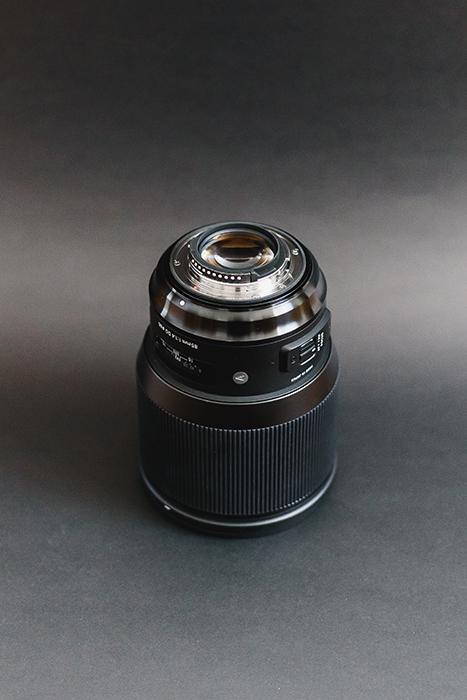 Fotografia de 85 mm Sigma Art Mount e compartimento traseiro