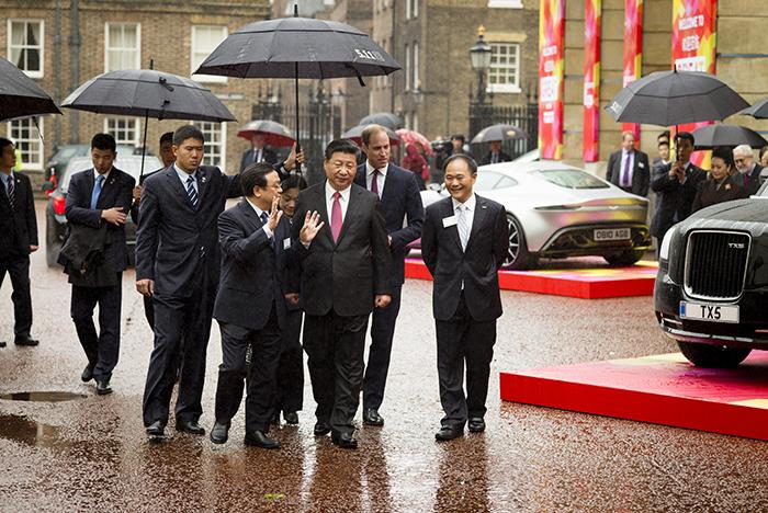 Xi Jinping no show do St James 'Palace em Londres com uma Leica M10