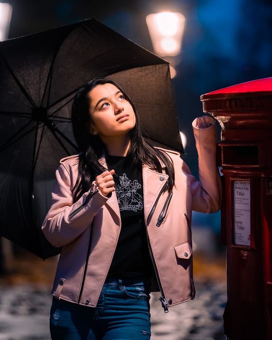 Retrato de uma menina com um guarda-chuva fotografado com a Canon RF 70-200mm f / 2.8L IS USM
