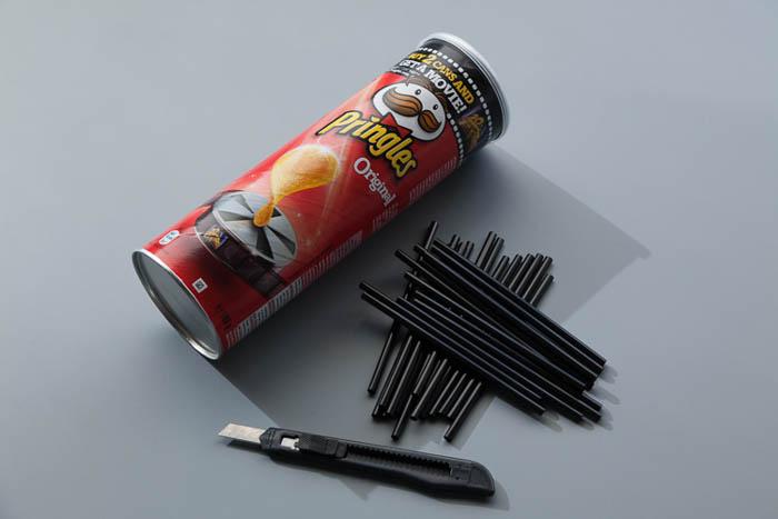 Image of a DIY Pringles studio snoot photography hack idea