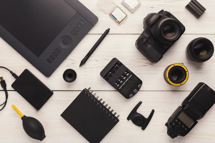 Picture of photography gadgets laying on a table