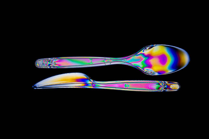 Picture of a knife and spoon with photoelasticity effect