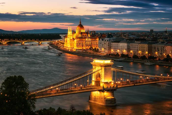 Uma foto de viagem da cidade de Budapeste ao pôr do sol