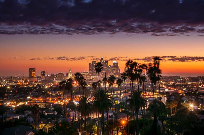 pôr do sol em meio às palmeiras, Los Angeles, Califórnia