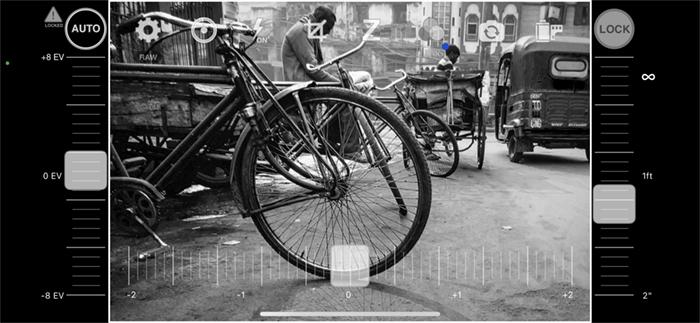 Screenshot black and white apps camera1 street scene India