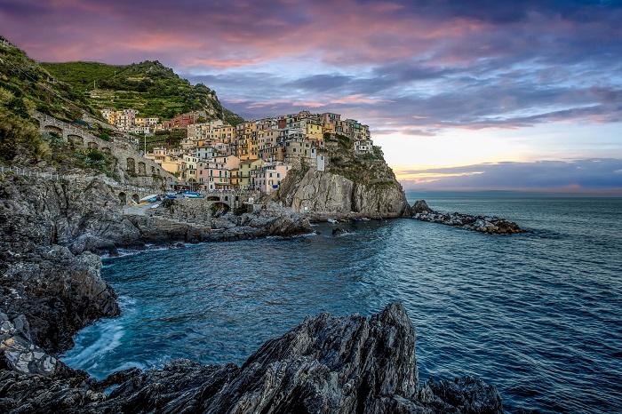 uma foto de cinque terre italia