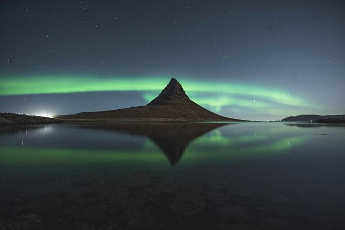 Kirkjufell aurora boreal na Islândia como um dos melhores lugares para a fotografia do mundo