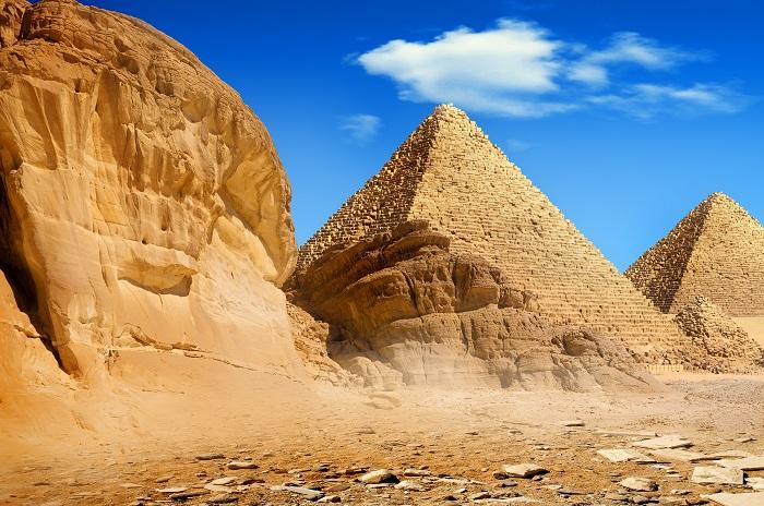 uma foto das pirâmides de Gizé Egito