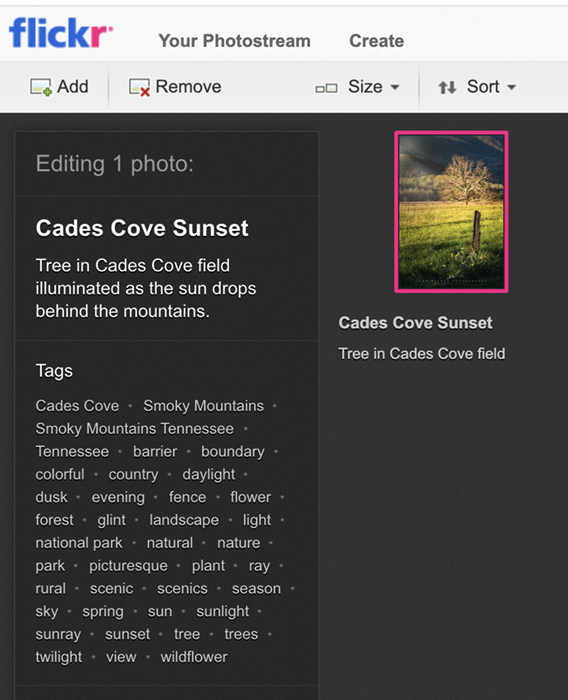 Flickr upload com título, descrição e palavras-chave coletadas de metadados de fotos.